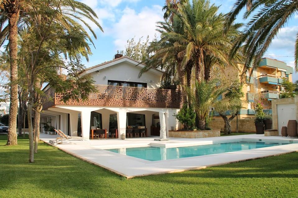 Villas in DENIA Exclusive villa on the beach of the marinas in DENIA